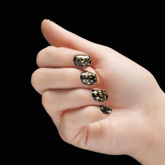Bourjois Halloween manicure look 2